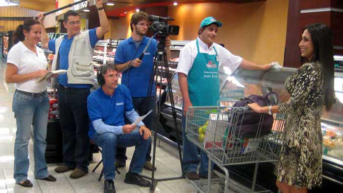 How to have the best Costumer Service was the theme for an Auto Mercadeo supermarket video